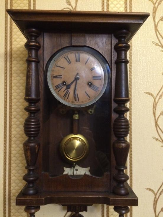Старинные настенные часы HAU
