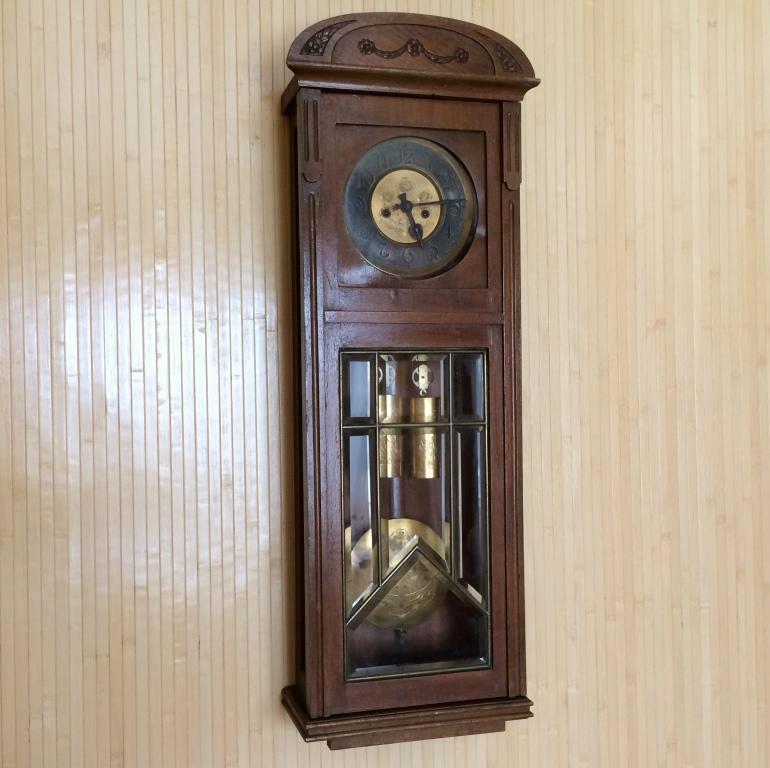 Старинные настенные гиревые часы Gustav Becker с гравировками - более 100 лет!