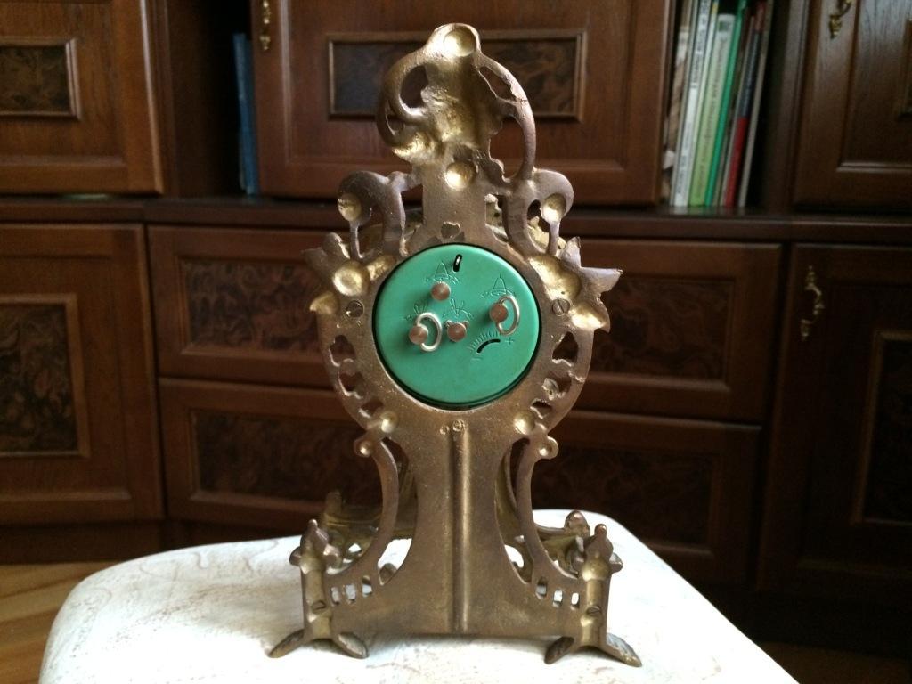 Каминные литые часы из латуни механические - классика