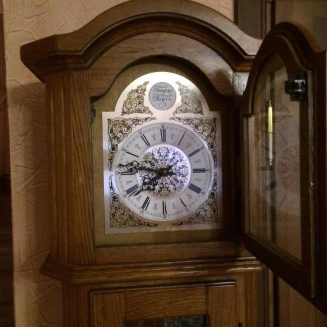 Напольные часы Tempus Fugit на три струны