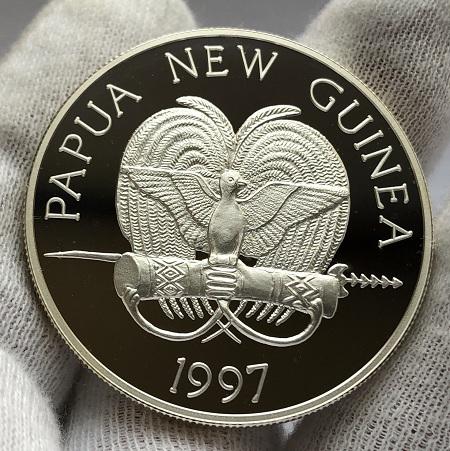 Серебряная монета 5 кина La Recherche Папуа Новая Гвинея
