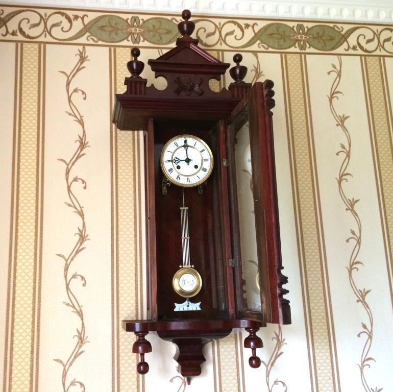Старинные настенные австрийские часы