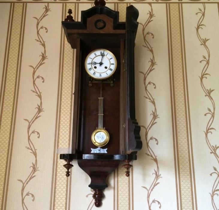 Старинные настенные часы австрийского типа