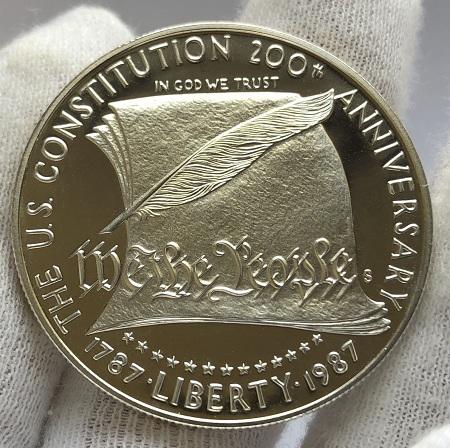 Монета доллар США конституция