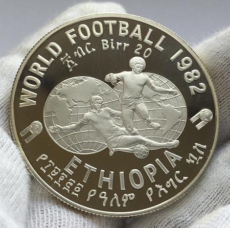 Серебряная монета Эфиопии 20 бырр футбол