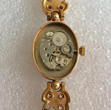 Женские наручные часы Чайка СССР позолоченные с браслетом
