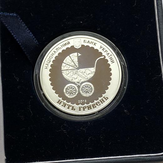 Серебряная памятная монета Украины 5 гривен Материнство 2013 года