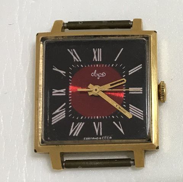 Наручные часы Луч СССР позолоченные квалратные 23 камня