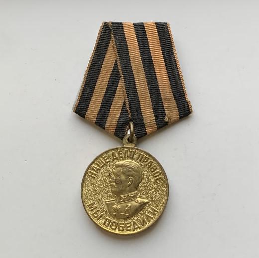 Наручные мужские часы СССР Кировские белые
