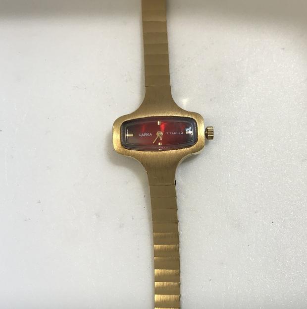 Наручные женские часы Чайка 17 камней позолоченные с браслетом