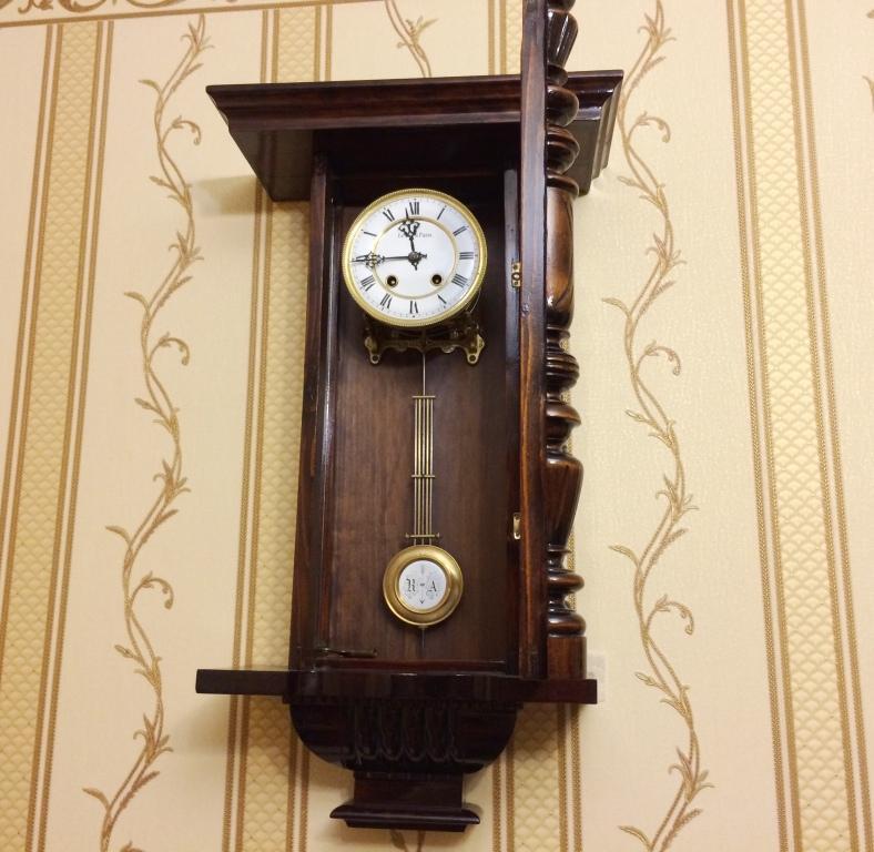 Старинные немецкие настенные часы