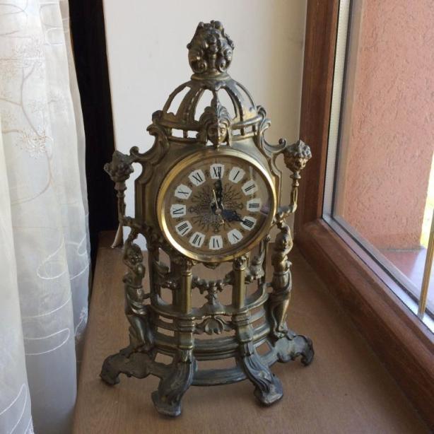 Настольные каминные часы литье