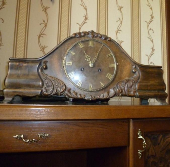 Старинные настольные немецкие часы с редзьбой