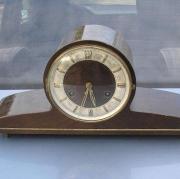 Часы настольные с боем и маятником деревянные