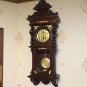 Старинные немецкие настенные часы с боем около 1900 года