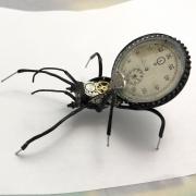 Часовой сувенир из запчастей