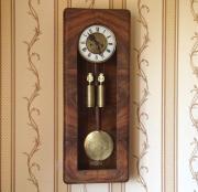 Старинные настенные гиревые часы Gustav Becker