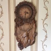 Деревянные красивые резные часы настенные