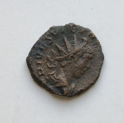 Монета Римской империи Тетрик как цезарь