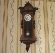 Старинные настенные немецкие часы в ореховом корпусе