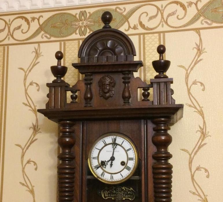 5 молотков часы настенные фирмы gustav becker предположительно первый период 20 века,корпуса с из дуба, по фото можно определить состояние..